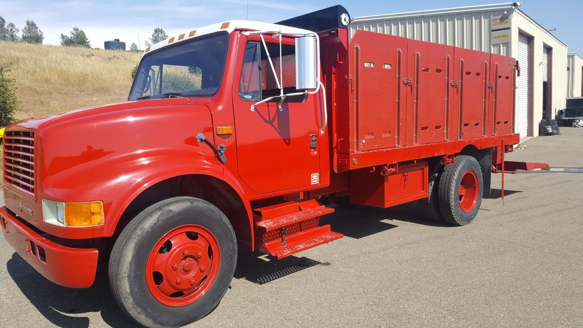 1990 International Flatbed With Lift Gate